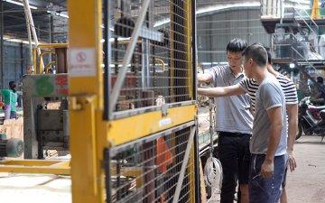 安徽建筑模板市场李总亲临考察木胶板厂